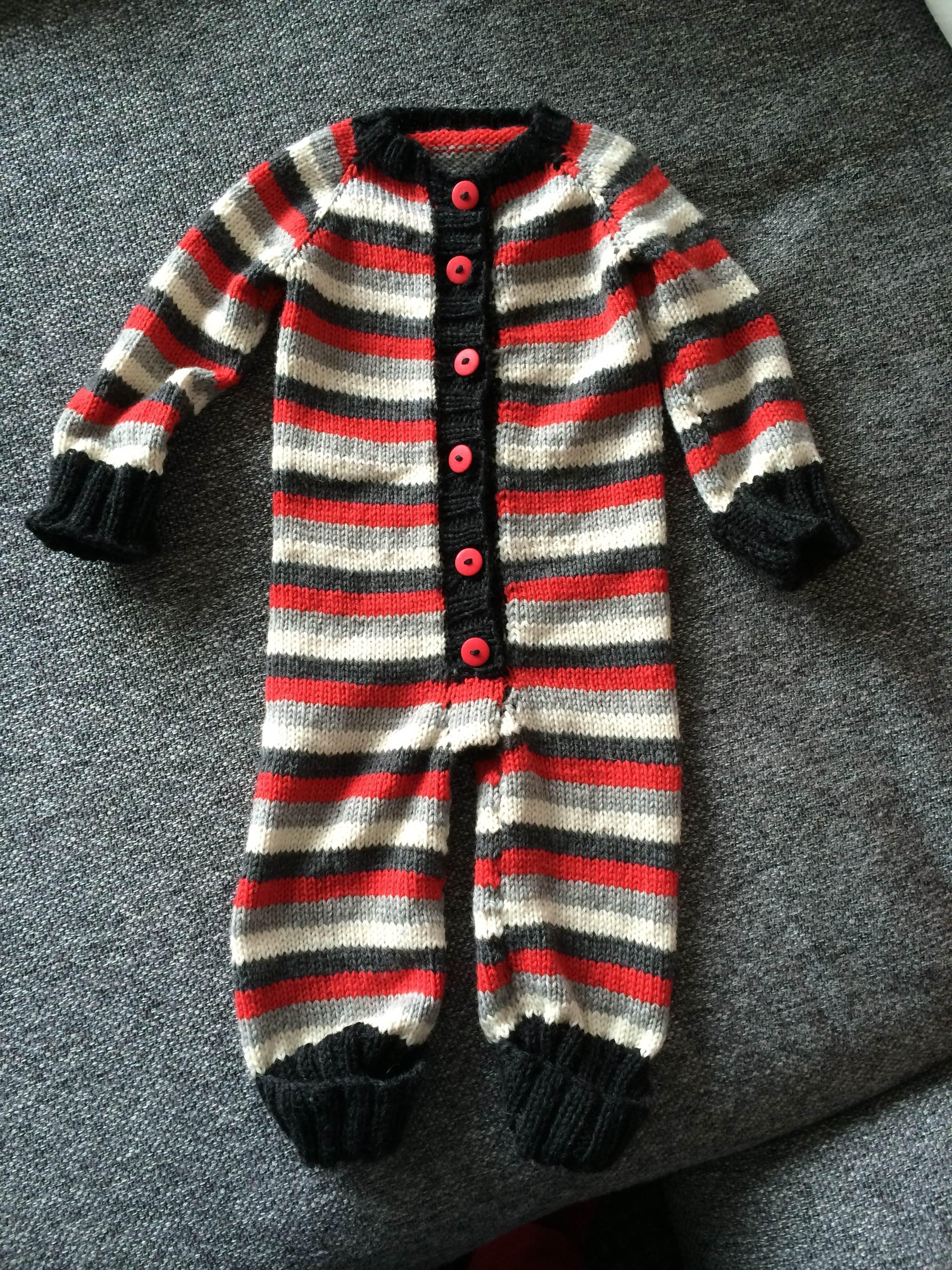 strikket heldragt baby opskrift