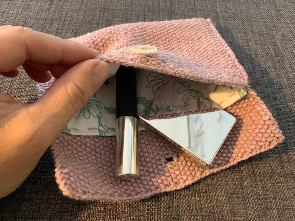Kosmetikpung - kig ind med indhold