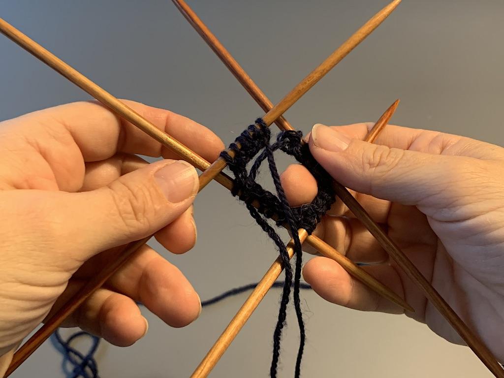 Klar til at samle strikketøjet