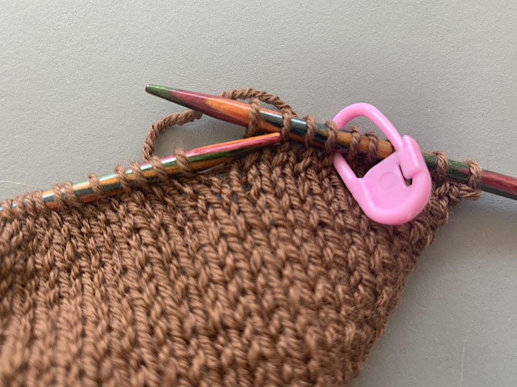 Maskemarkør i strikketøj