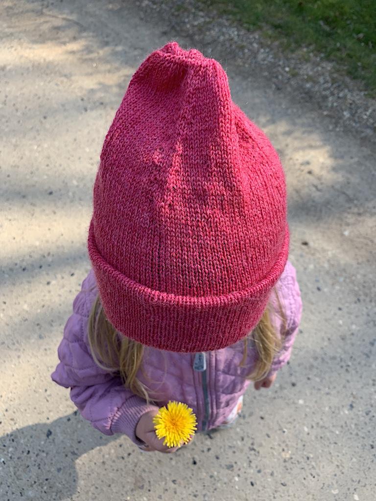 Ellas hue - strikkeopskrift i børnestørrelse