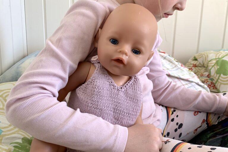 Body til dukke under arm