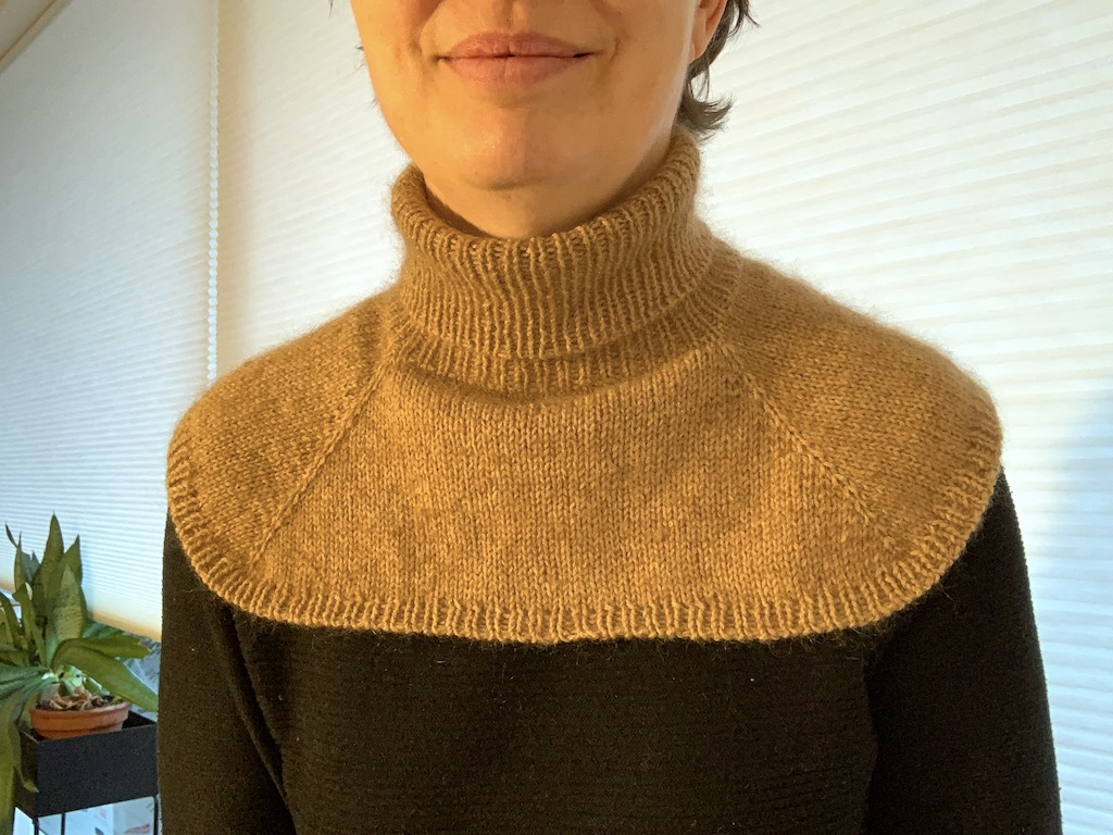 Viggas Halsedisse med mohair - strikkeopskrift til voksne