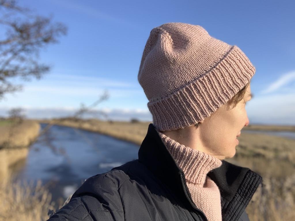 Hannas Hue - strikkeopskrift på hue til voksne